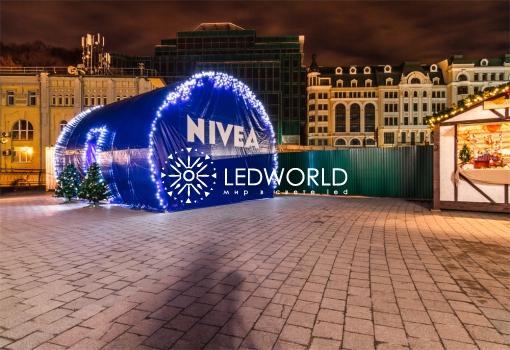 Новогоднее оформление дома NIVEA на Почтовой площади