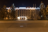 Новогоднее оформление Днепровской администрации Киева, 2017