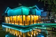 Контурна піксельна ілюмінацію будинку на воді, BRIGHTLED STARLIGHT